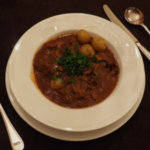 Boeuf bourgignon with new potatoes