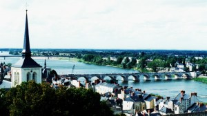 A bridge to cross over the Loire